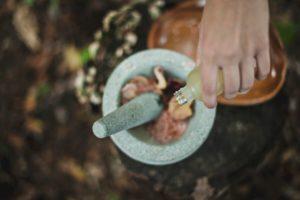 Rimedi naturali per trattare le piaghe da decubito: l'oleolito d'Iperico